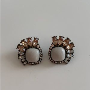 Large stud with natural stone and crystals